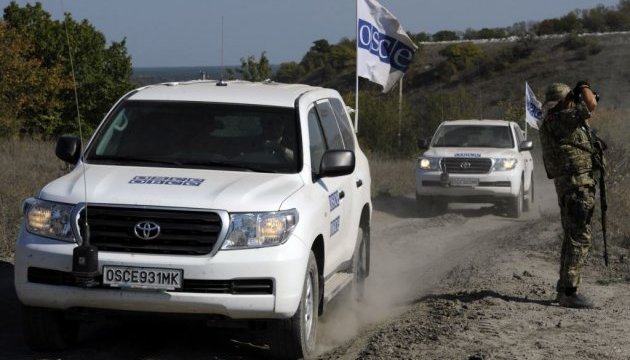 OSCE observers come under fire in Donbas