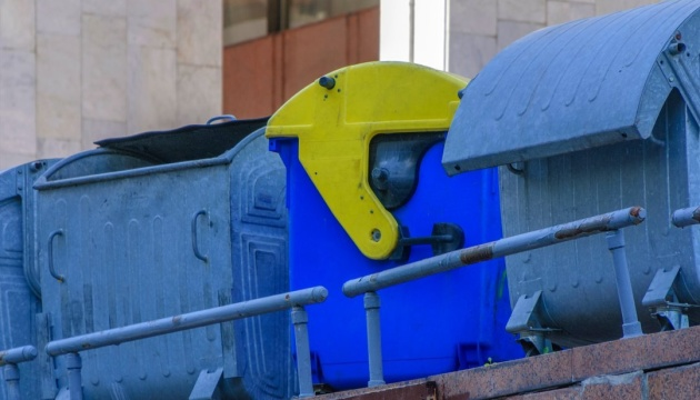 Тростянецького районного голову облили зеленкою й кинули в смітник