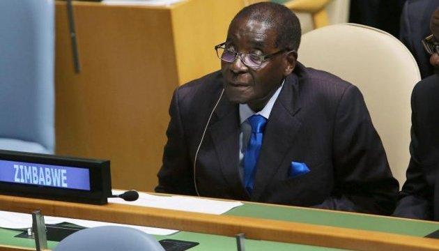 У Зімбабве 93-річний президент почав нову виборчу кампанію