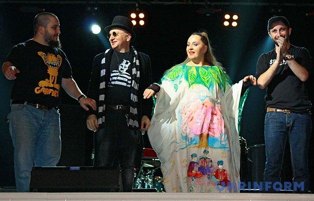 Давид Абуладзе (ударні), Гоча Качеішвілі (гітара), Ніно Катамадзе та Уча Гугунава (бас-гітара). Фото: Альона Николаєвич, Укрінформ.