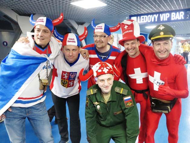Фаны Швейцарии, Чехии и дружелюбный российский МЧСник