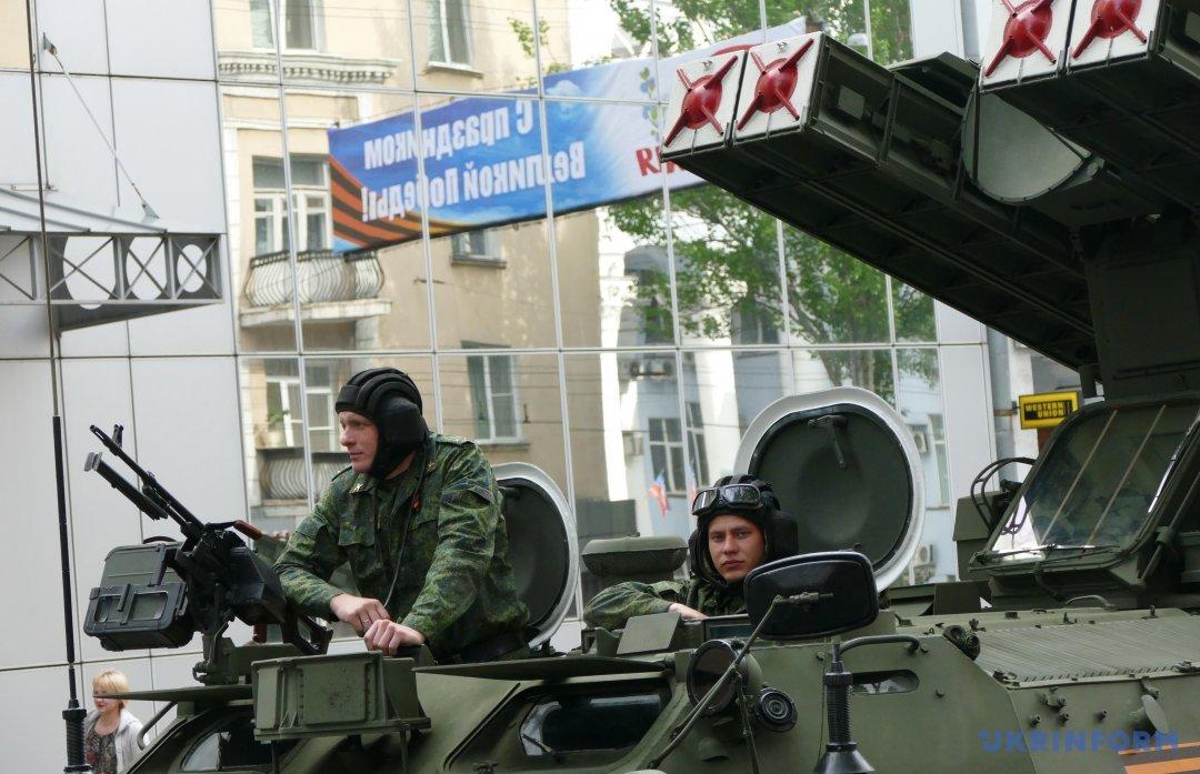 Парад у Донецьку 9 травня 2016 року