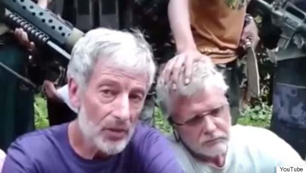 Джон Рідсдел (праворуч) за хвилину до страти
