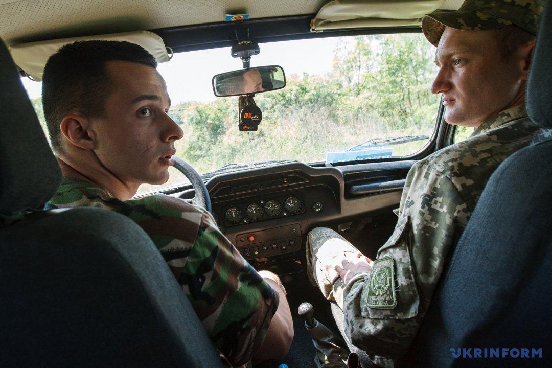 Дмитро Майковський (праворуч) і водій Степан Сидоряк