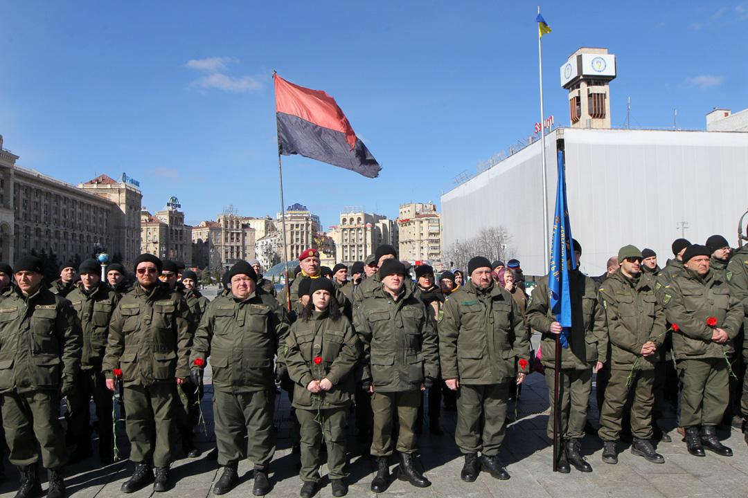 Бійці першого батальйону Національної гвардії України імені генерала Сергія Кульчицького під час урочистостей, присвячених другій річниці створення батальйону, на Майдані Незалежності, Київ, 16 березня 2016 року.