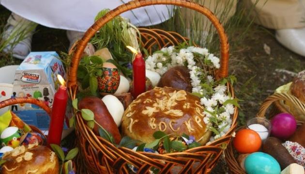 まもなく復活祭 軍人のために復活祭パン「パスカ」が焼かれる