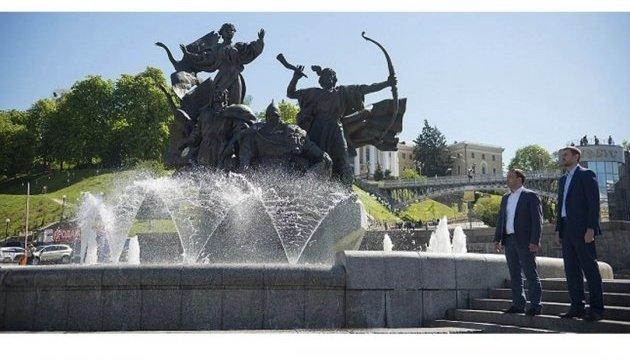 На Майдане Незалежности реконструируют фонтаны
