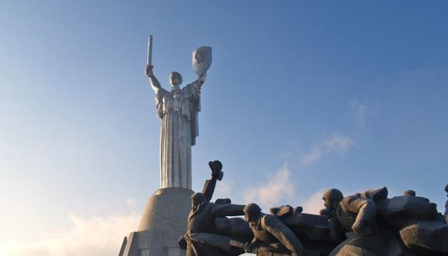 У музеї історії України у Другій світовій презентують новий експонат - бойовий прапор АТО