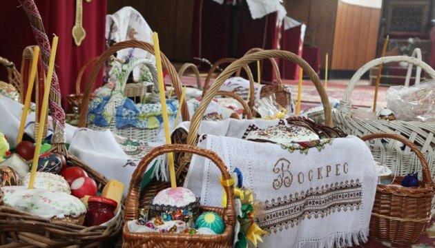 Українці Угорщини освятили Великодні кошики у болгарській церкві. Фото