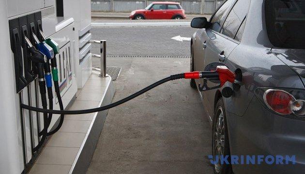 Ціна бензину А-95 на АЗС Київщини тримається на рівні 25,42