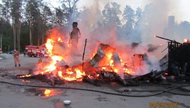 У Харкові - пожежа на складах, є загиблий