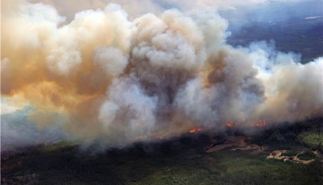 В Канаде лесной пожар подобрался к урановой шахте