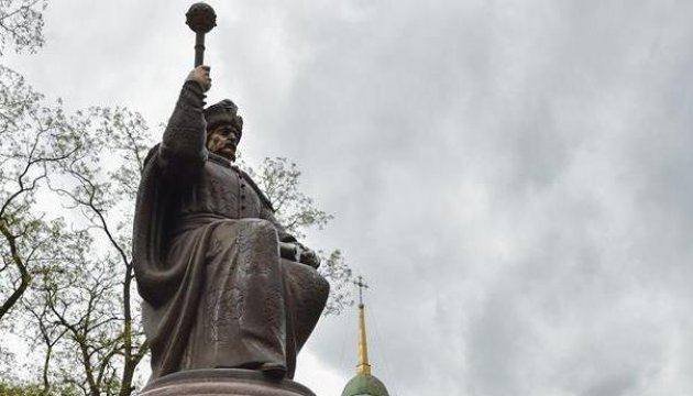 Monument of hetman Ivan Mazepa vandalized in Poltava today