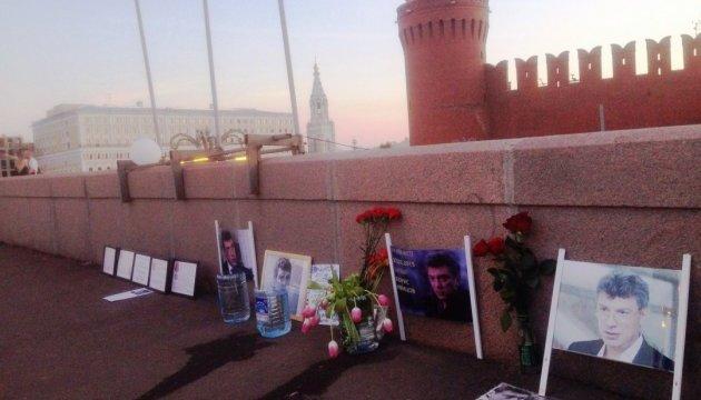 В Москве коммунальщики снова разобрали мемориал Немцову
