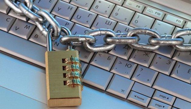 SWIFT планує відключати «відкриті» для хакерів банки - Financial Times