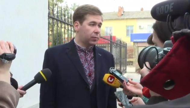 Адвокат Савченко пояснив, навіщо ходив на суд у вишиванці