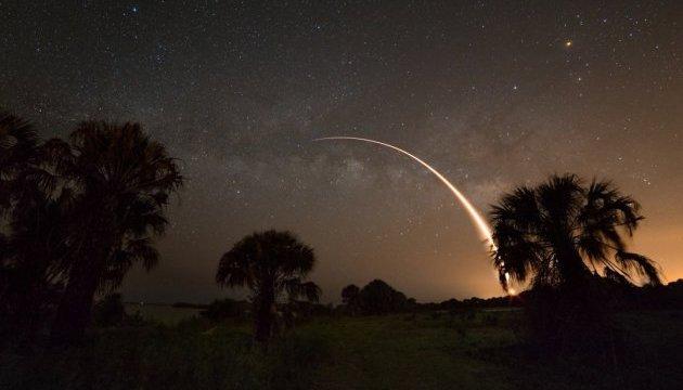 NASA показало запуск Falcon 9 на фоні Чумацького Шляху