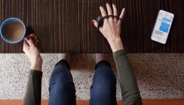 Клавіатура Tap Strap дозволить набирати текст у віртуальній реальності