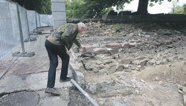 在基辅市中心挖掘出了古罗斯宫殿