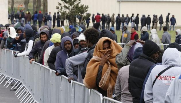 На північному сході Парижа поліція почала евакуацію мігрантів