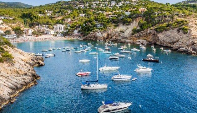 Балеарські острови заборонять пересуватися туристам на своїх авто