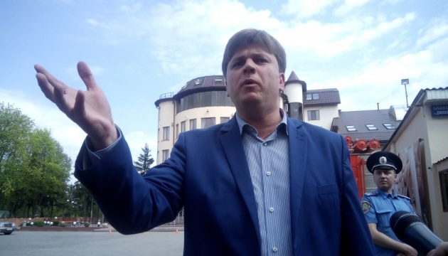 В Харькове депутата ОПЗЖ согнали с трибуны под крики «чемодан - вокзал - Россия»