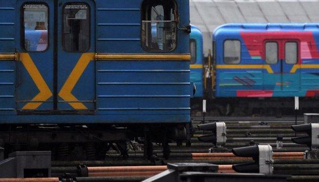 西班牙艺术家绘饰了基辅地铁列车