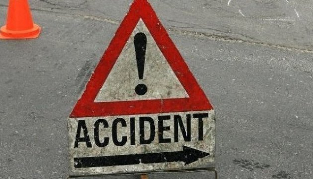 Three people die in traffic accident involving eight vehicles on major highway