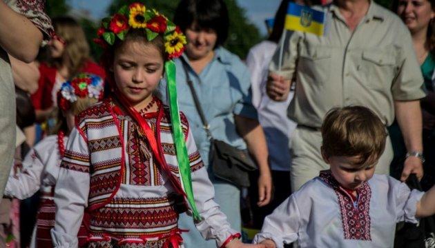 Українців усього світу закликали сьогодні одягнути вишиванку