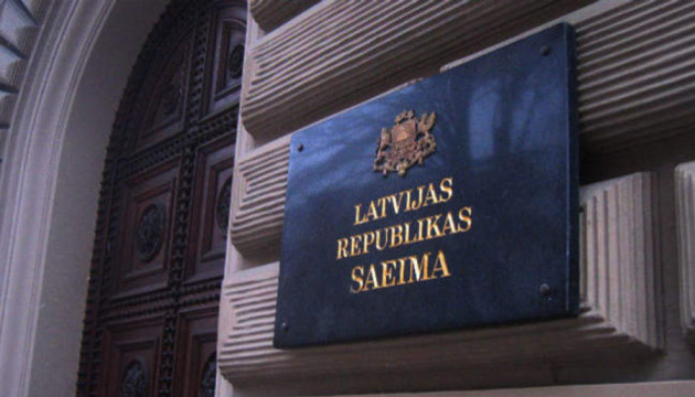 Сейм Латвії заборонив георгіївську стрічку