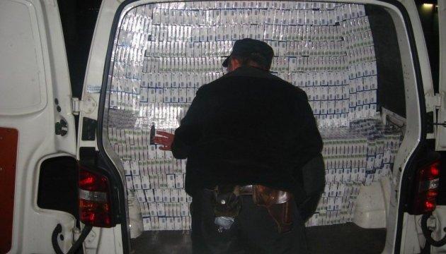 Контрабандист намагався втекти з 57 тисячами пачок цигарок