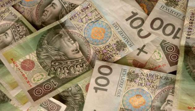 Власти Польши перед выборами анонсировали рост минимальной зарплаты