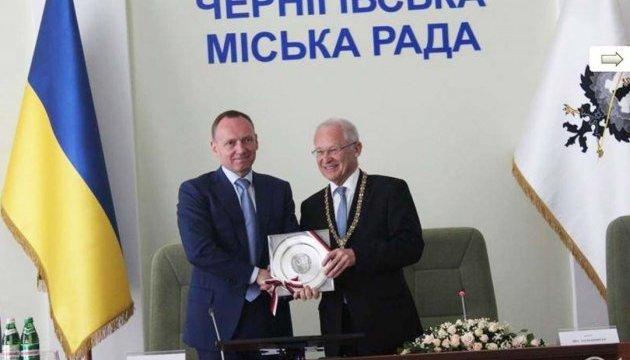 Мер Чернігова передав обербургомістру Меммінгена копію гривні Х сторіччя