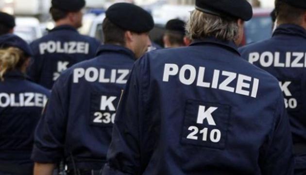 Глава МВС Австрії обіцяє знайти замовників убивства чеченського блогера Умарова