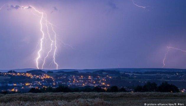 Lightning strikes kill two people in Crimea
