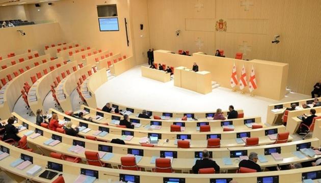 В очікуванні другої хвилі COVID-19 парламент Грузії продовжив особливі повноваження уряду