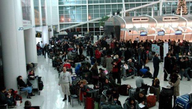 Аэропорты Нью-Йорка закрыли из-за снегопада