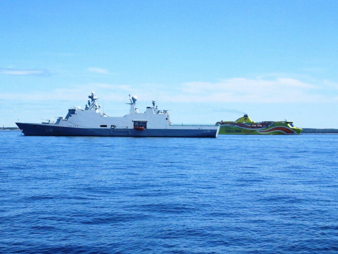 Натівський корабель з Даніії та паром із Швеції