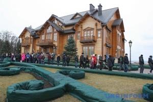 Привласнення Межигір'я: суд відклав обрання запобіжного заходу Януковичу на 10 серпня
