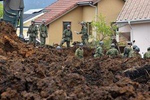 На юге Японии сильные ливни затопили улицы и разрушили дома