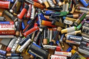 В Киеве появилось больше урн для батареек и термометров