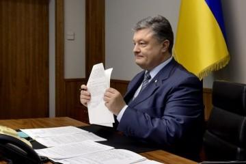 ロシアとの友好条約停止問題:大統領、安全保障会議の決定を発効する大統領令に署名