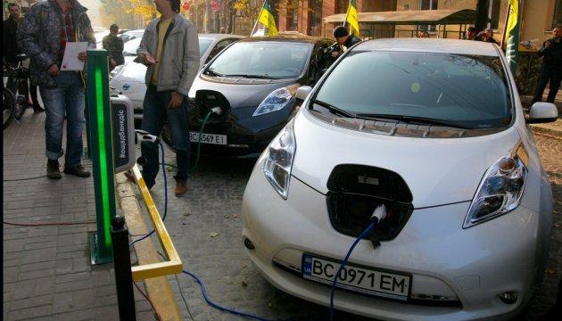 Електромобілі у Європі: податкові пільги, безкоштовні парковки, зарядка на замовлення