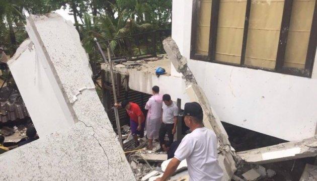 Обвалення готелю у Таїланді: під завалами шукають сімох туристів