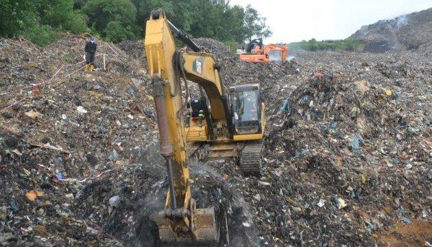 На Львівському сміттєзвалищі укріплять дамбу біля річки