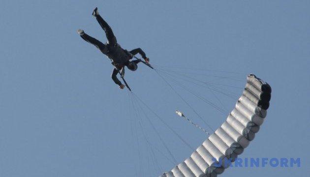 У Росії не можуть знайти десантників після навчального стрибка з парашутом