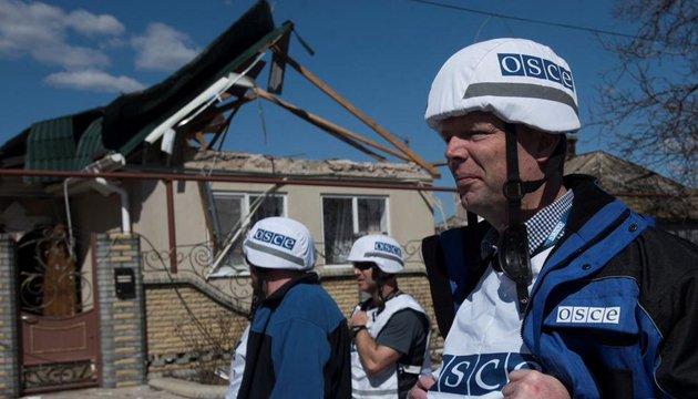 Боевики обстреляли миссию ОБСЕ, когда она зафиксировала гаубицы - Хуг