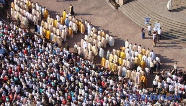 За кордон і не тільки: прикарпатських парафіян забезпечать транспортом до місць духовного збагачення