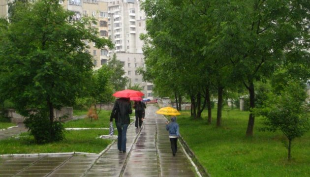 У неділю в Україні пройдуть невеликі дощі