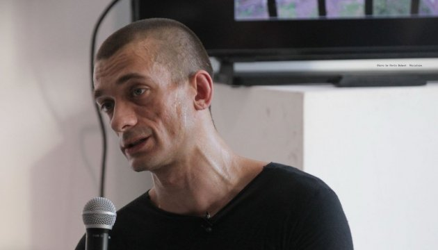 Павленский голодает уже 11 дней, от врачей отказывается